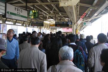 la foule sur le quai de la gare