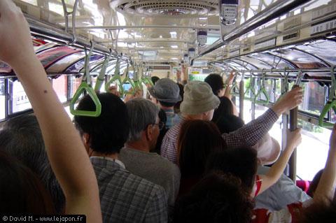 Bus de ville plein à Kyoto