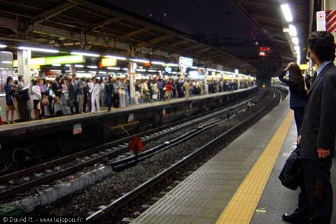 Heure d'affluence dans le métro japonais