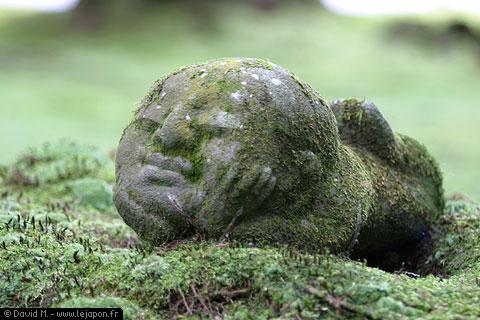 Jizo mini dieu sous forme d'une statue de pierre