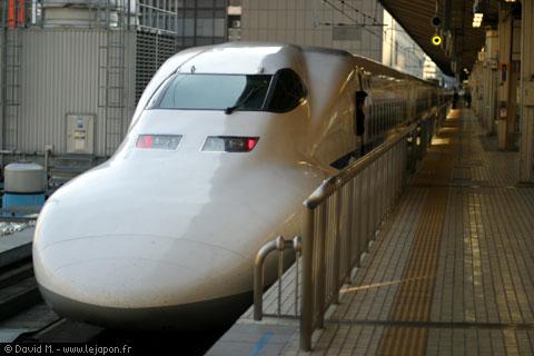 Shinkansen -TGV japonais- en gare de Tokyo