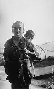 1945 - enfants victimes de la bombe nucléaire sur Hiroshima