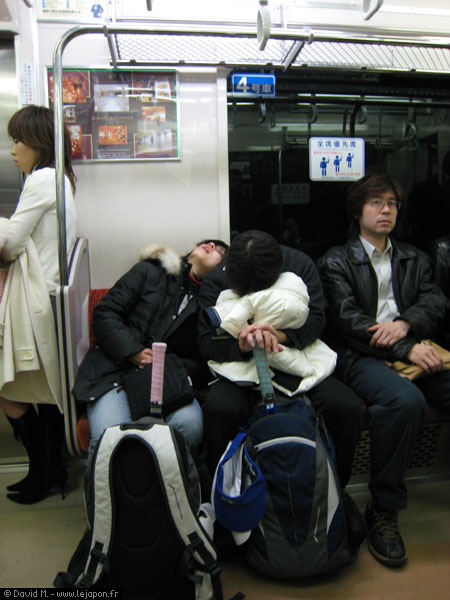 Dodo dans le métro japonais