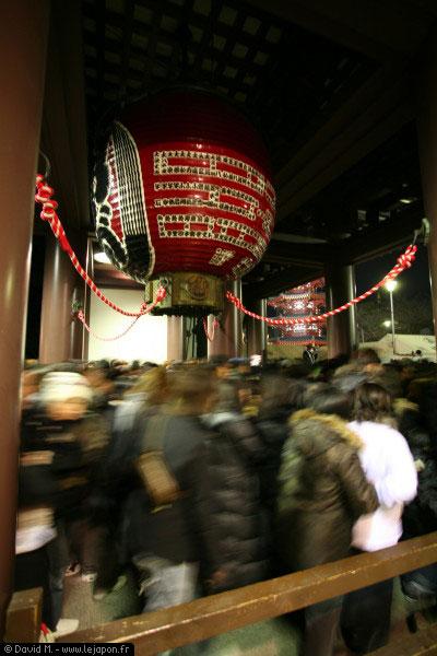 Sanctuaire shinto de Kawasaki - Japon, les gens font la queue pour aller faire leurs voeux de la nouvelle année