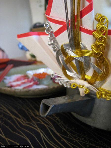 Saké chaud qui accompagne le petit déjeuner traditionnel japonais du nouvel an