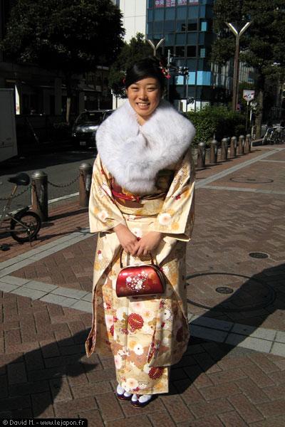Japonaise de 20 ans habillée pour le Seijinshiki