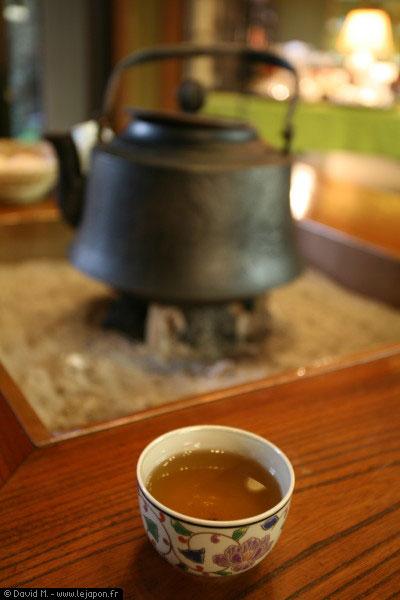 Du thé dans un grand Ryokan