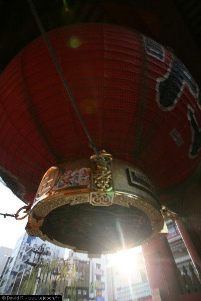 Lampion géant à l'entrée du sanctuaire Sensoji à Asakusa - Tokyo - Japon