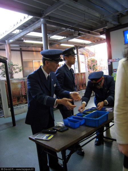 Service de remboursement à la gare japonaise de Chichibu
