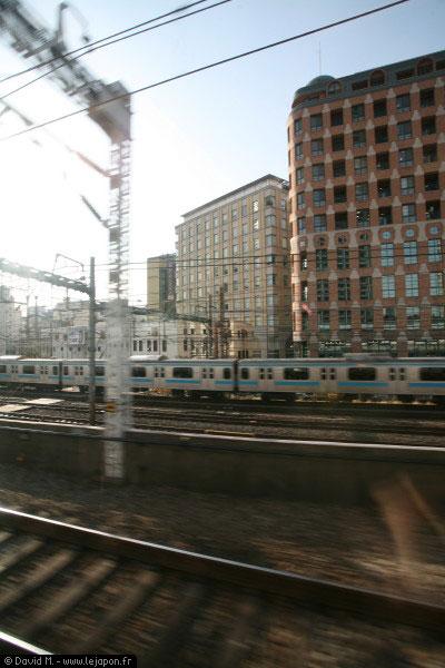 La vie de salaryman dans les transports en commun de Tokyo