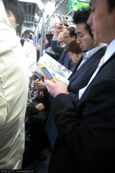 Dans une rame de métro au Japon