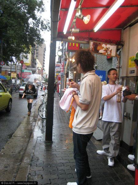 Quartier d'America Mura sous la pluie à Osaka - Japon