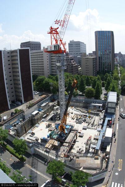 Système anti-sismique d'un immeuble en construction au Japon