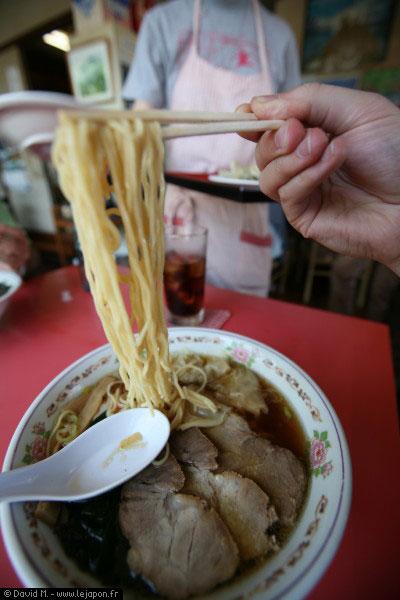 Bol de Ramens dans un petit restaurant en campagne japonaise