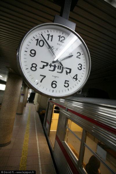 Horloge dans la gare pour Shibu à Nagano - Japon