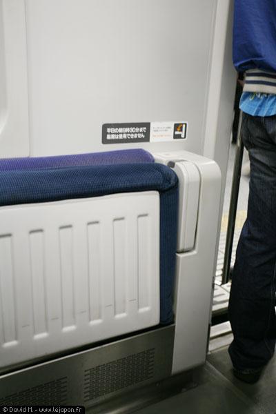 Râme de métro JR -Japan Rail- avec banquettes amovibles au Japon