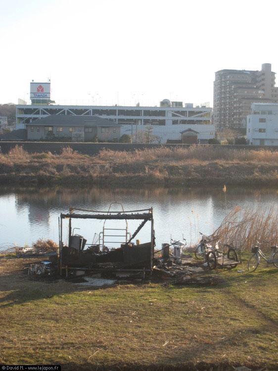 Cabane de SDF ayant brûlée au Japon