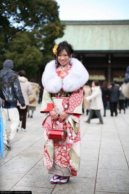 Japonaise en kimono pour la fête des 20 ans