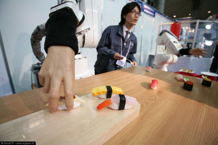 Robot sushi-ya de Denso équipé d'une fausse main humaine
