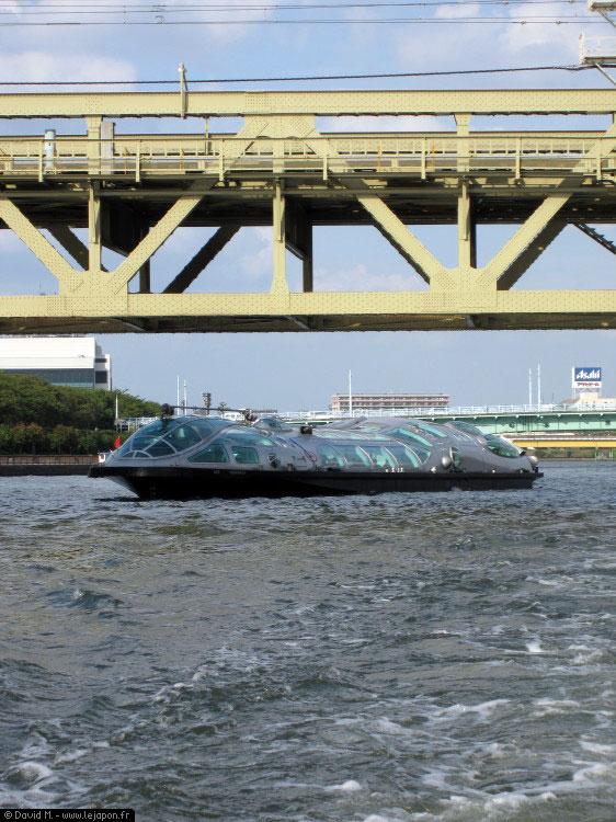Himiko Water Bus sur la rivière Sumidagawa à Tokyo
