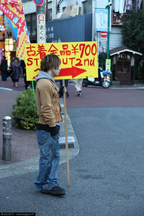 Japonais teneur de pancarte à Shimo-Kitazawa - Tokyo Japon