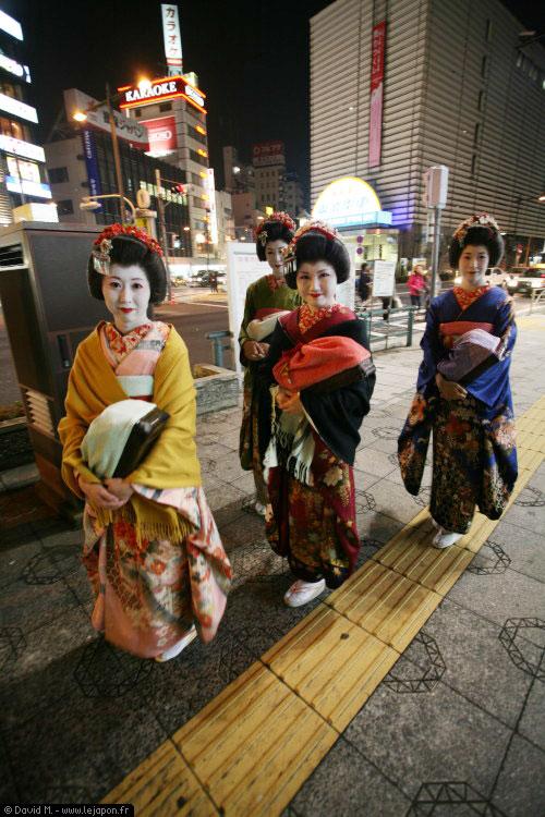 Geisha à Asakusa célèbre quartier de Tokyo au Japon
