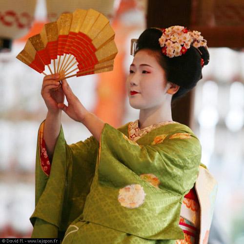 Geiko - Geisha de Kyoto pendant le Setsubun au sanctuaire Yasaka à Gion
