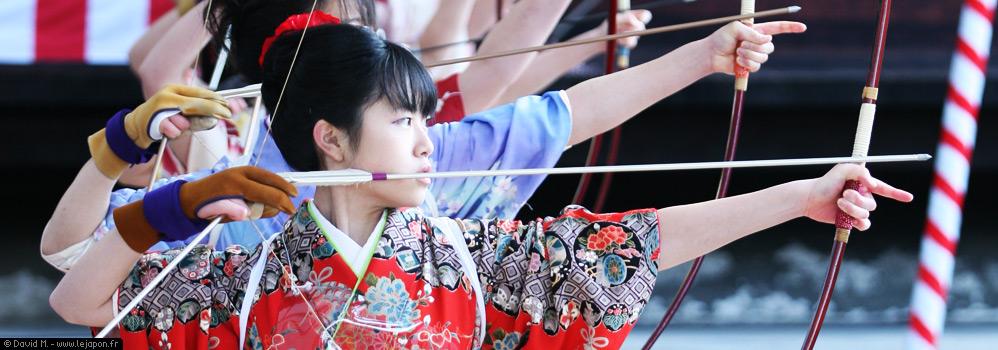 Quand l'esprit de l'archerie japonaise brille dans les yeux des jeunes hommes et femmes japonais de 20 ans !