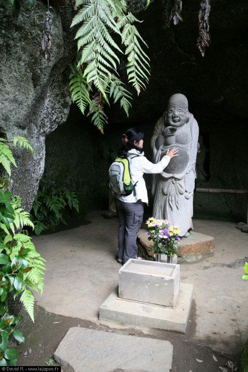 statue de pierre de Miroku ou Maitreya