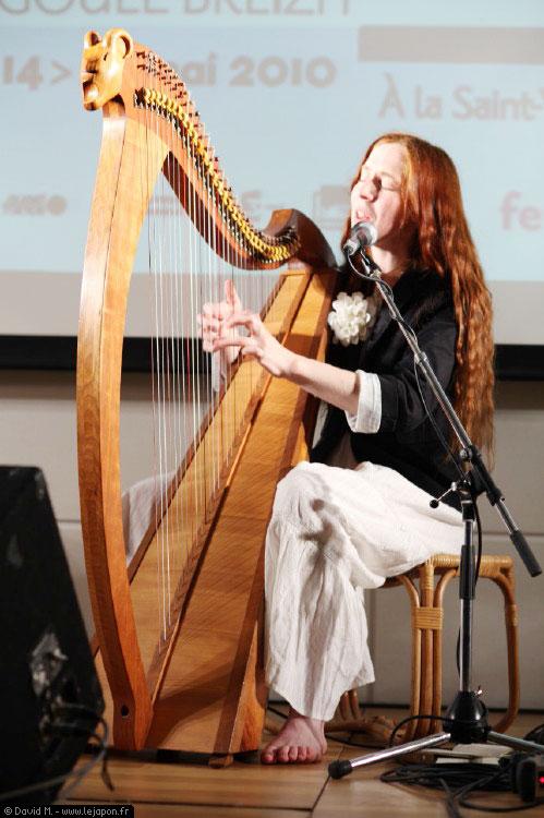 Cécile Corbel pour la Saint Yves à Tokyo interprétant Arrietty's Song des Studio Ghibli