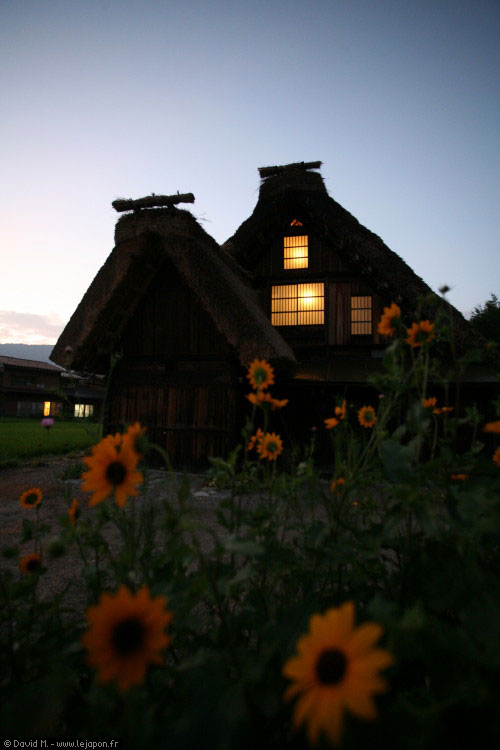 Maison de Shirakawa-go la nuit
