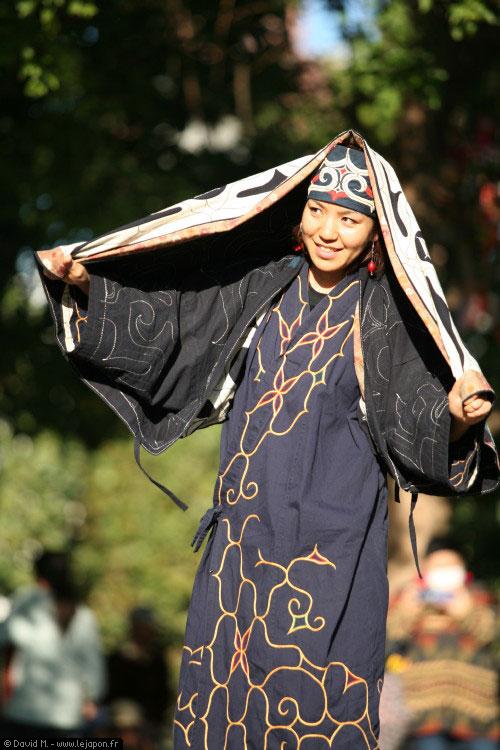 Danse d'une jeune femme Aïnu de Hokkaido - Ehara Utae