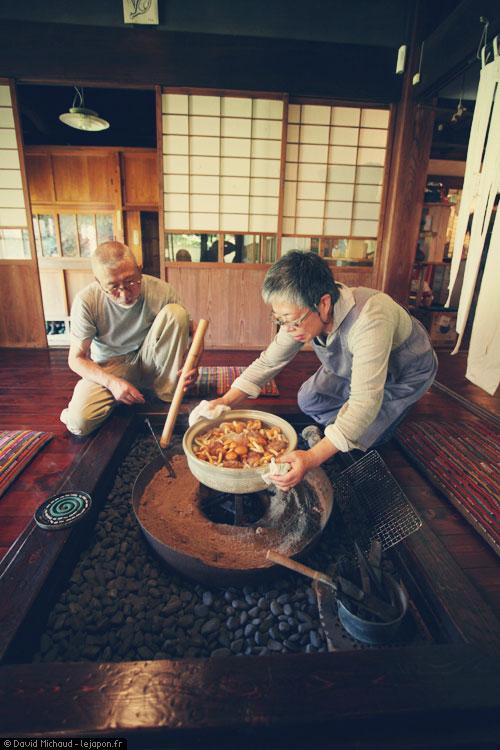 Repas dans la maison traditionnelle japonaise des Suda à Ibaraki