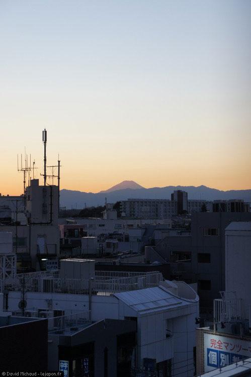Mont Fuji en hiver vu de la ville