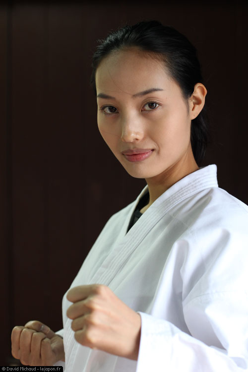 Ayaka Koyanagi finaliste 2009 Miss Universe Japan - Karate