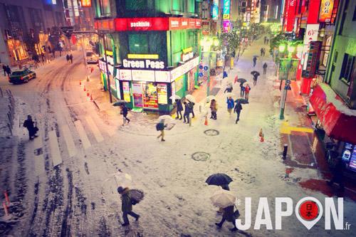 Shinjuku sous la neige à Tokyo