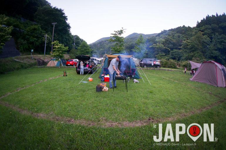 Camping à Izu dans la montagne Japonaise